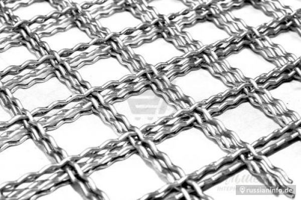 Crimped steel wire mesh and products made of it